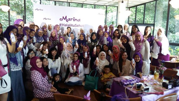Marina, Blogger, Gathering