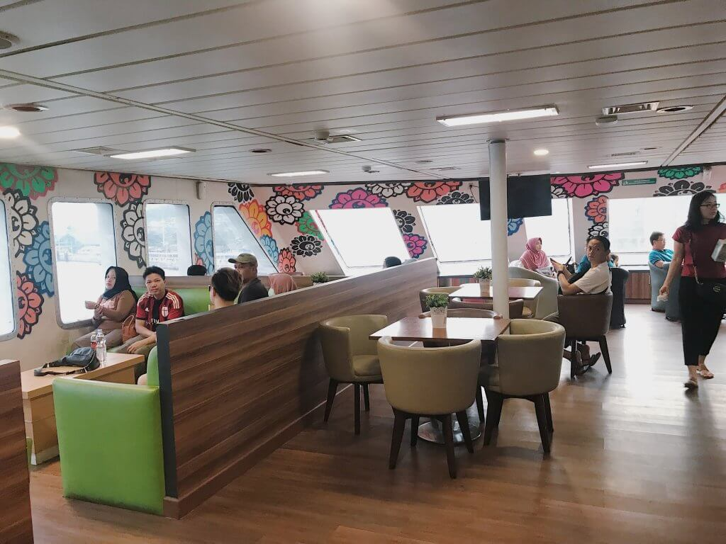 Ruangan Keluarga Kapal Ferry Eksklusif with VSCO with au5 preset